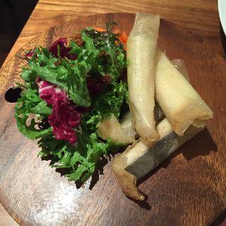 山口県萩から届いたアナゴのパートフィロフライ キャロットラペ添え(レストラン オカダ (OKADA))