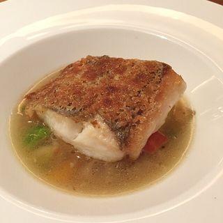 山口県萩から届いたヒラメのアーモンドバター風味  冬野菜のブイヨン仕立て (レストラン オカダ (OKADA))