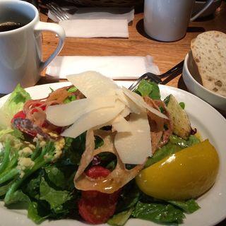 ローストベジタブルとパルメザンチーズのサラダ(crisscross (クリスクロス))