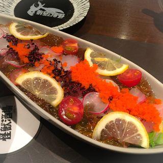バルタン星人のスペシャル海鮮サラダ(怪獣酒場)
