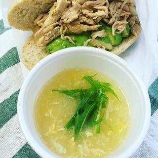チャイニーズチキンサラダとアボカドサンドと中華風のコーンスープ(フラッフィー (FLUffY))