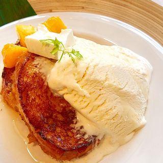 完熟マンゴーとクリームチーズのフレンチトースト ドリンクセット(LONECAFEネオパーサ清水店)