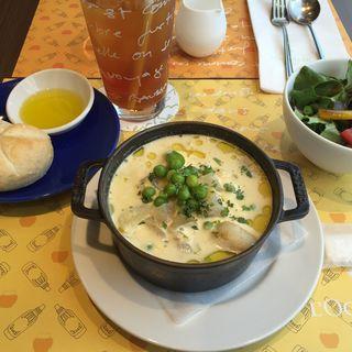 チキンと春野菜のクリームスープ(L'OCCITANE Cafe)