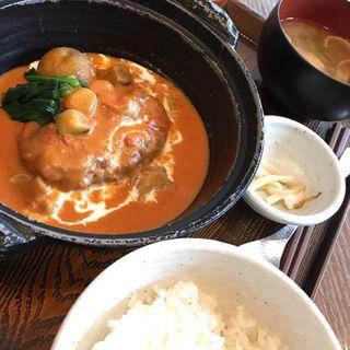 たっぷり野菜のトマトクリームハンバーグセット(神楽坂 茶寮 東京ドームシティミーツポート店 (かぐらざか さりょう))