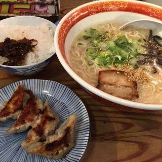 なんと590円でラーメン餃子ご飯のセットが2時半まで(平日)限定100食(めんくいや )