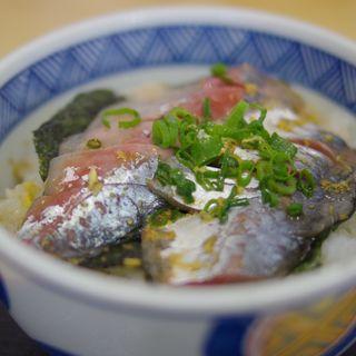 アジ丼(めがね丸 (めがねまる))