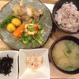 一汁三菜セット ハーブチキン塩レモン風味(かんみこより 川西阪急店 )