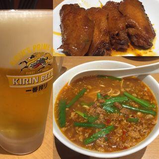 台湾ラーメンと手羽先…となまビール(味仙 JR名古屋駅店 (ミセン))