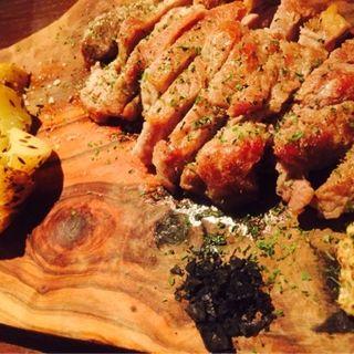 自家加工塩熟成豚のロースグリル(風花 (かざはな 【旧店名】 Bar 風花))