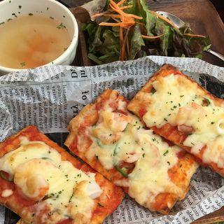 デニッシュ生地のシーフードピザ(ソラ ZENON (【旧店名】ゼノンバー))