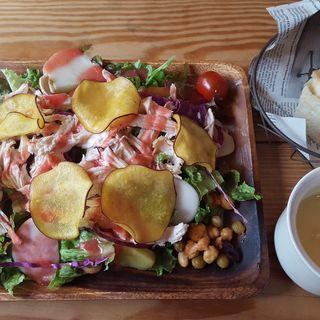旬野菜のサラダプレートランチ(ムロマチカフェハチ (muromachi cafe 3+5))