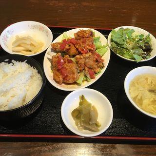 鶏肉の唐揚げトマトソースがけ(鳳鳴閣 )