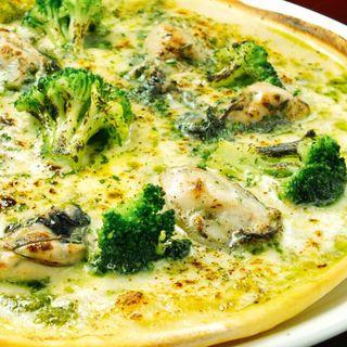 カキのピザ  バジルソース(バールバールプロペッチョ)