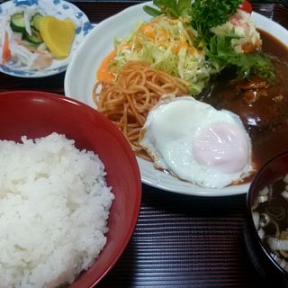ハンバーグ定食(白十字食堂 )