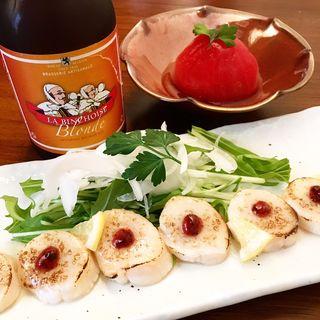 ホタテ貝柱の檸檬マリネとまるごとトマト、ベルギービールのラバンショワーズ(IYASAKA )