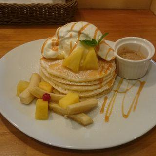 パインアイスとアーモンドバターのパンケーキ(パンケーキママカフェ VoiVoi (ヴォイヴォイ))