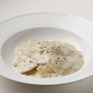 濃厚チーズクリームパスタ(アッラ クッチーナ クリオーザ (ALLA CUCINA CURIOSA))