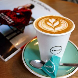 フラットホワイト(モジョ コーヒー 神楽坂店 (Mojo Coffee))