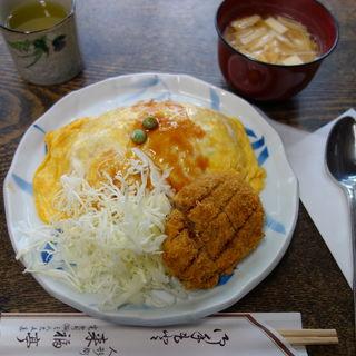 オムライスとメンチコロッケ(来福亭)