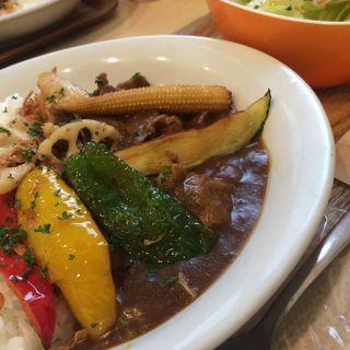 彩り野菜の牛すじカレー(ビンチェ )