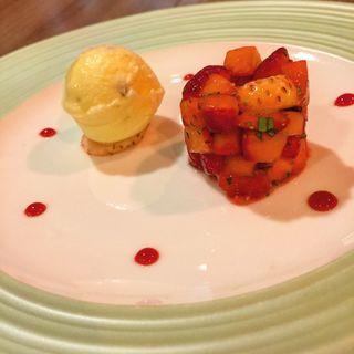 イチゴのタルタル風 エストラゴンの香り トリュフのアイスクリームとともに(ブッフェダイニング ケッヘル (BUFFET DINING KOCHEL))