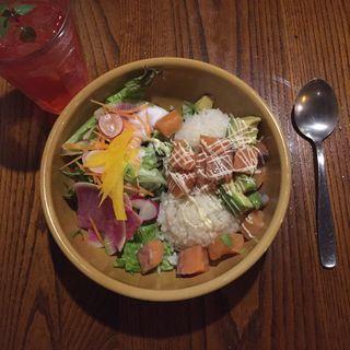 サーモンアボカド丼(ハナオカフェ (HANAO CAFE))