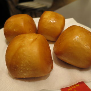 マントゥ(揚げパン)(威南記海南鶏飯 銀座EXITMELSA店 (Wee Nam Kee Chicken Rice/ウィーナムキーチキンライス))