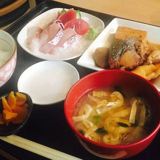 刺身と煮魚定食(游 (うまみ ゆう))