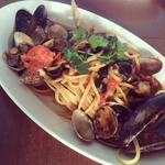 パラディーソ名物 本日仕入れた貝類とチェリートマトのペスカトーレ風リングイネ