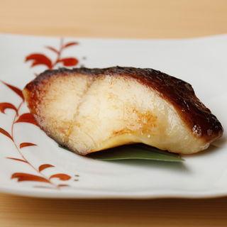 タラの塩焼き(鮨 麻葉 (スシ アサバ))