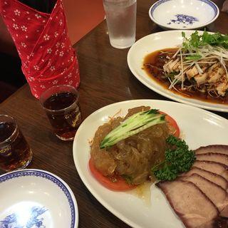 ゆで餃子のピリ辛山椒ソースかけ(三宮一貫楼 本店 (さんのみやいっかんろう))