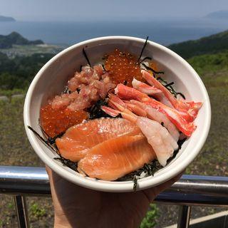 夕日の海鮮丼(杉津パーキングエリア 下り フードコート)