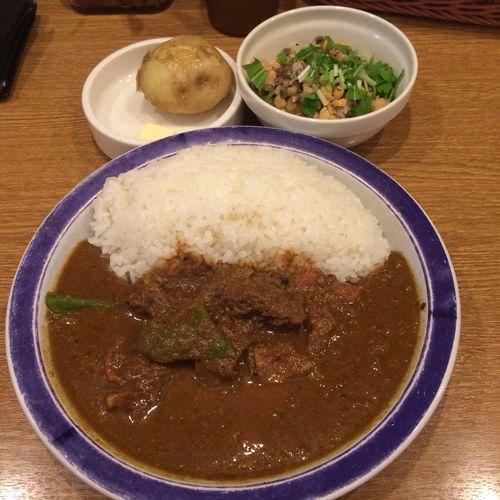 ビーフカリー カレー部昼練。ビーフカリーにインド豆のサラダ。 #curry #カレー #lunch #ランチ #サラメシ (@ エチオピア カリーキッチン 御茶ノ水ソラシティ店) ごちそうさまでした(^ ^)