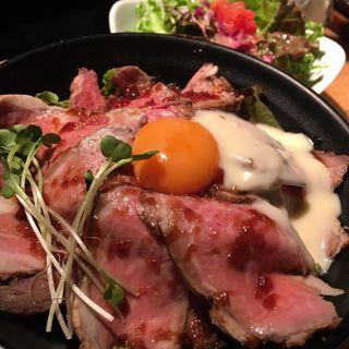 ローストビーフ丼 200g(肉バル2986 (ニクバル))