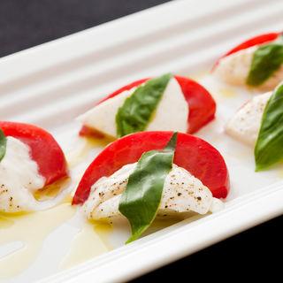 モッツアレラチーズとトマトのオイル和え(アマルフィ )