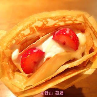 練乳とイチゴ(ハニービークレープ (Honey Bee Crepe))