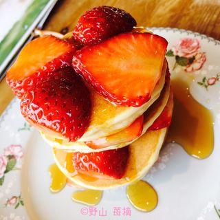 摘みたてとちおとめパンケーキセット(心森カフェ (シンリンカフェ))