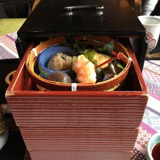 お昼のお弁当(百足屋 本店 (むかでや))