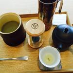 抹茶餡の嶺岡豆腐と玉露のお茶