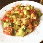 ひよこ豆とトマトとフェタチーズのサラダ