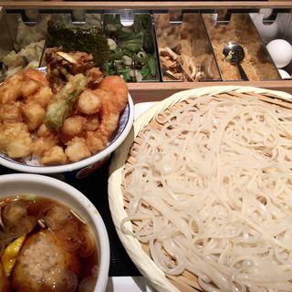 稲庭うどん(鳥ツクネ汁)とバラ天丼のセット(天丼 金子半之助 )