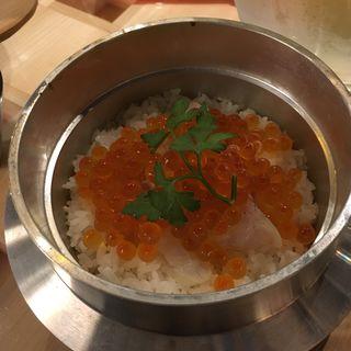鯛の瞬間燻製とイクラの釜飯(自家製ソーセージと燻製  裏天満BREMEN)