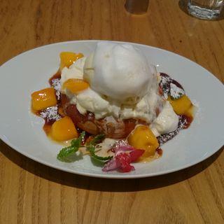 アップルマンゴーとクリームチーズのパンケーキ(デイビット・マイヤーズ カフェ (DAVID MYERS CAFE))