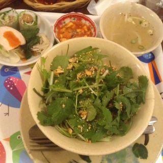 パクチー和え麺(コムコカ)