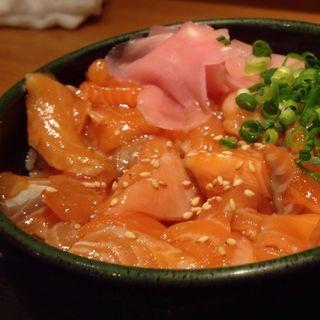 漬けサーモン切落し丼(築地ととどん 渋谷店 )