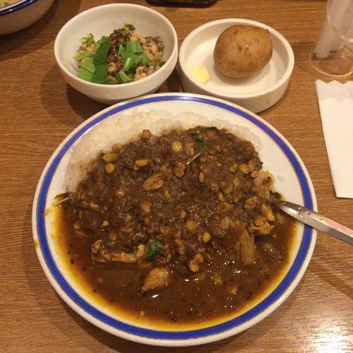 チキン豆カリー カレー部昼練。チキン豆カリーとインド豆のサラダ #curry #カレー #lunch #ランチ #サラメシ (@ エチオピア カリーキッチン 御茶ノ水ソラシティ店) ごちそうさまでした(^ ^)
