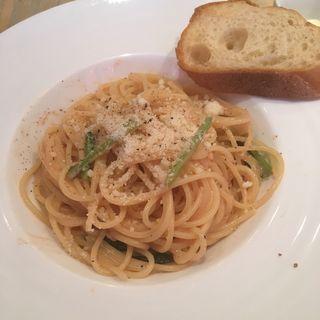 鶏肉と小松菜のトマトクリームパスタ(パパットリア)