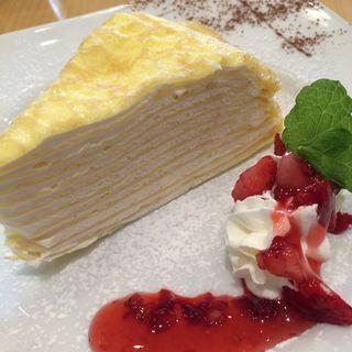 ミルクレープ ラズベリーソース(アカリ カフェ (akari cafe))
