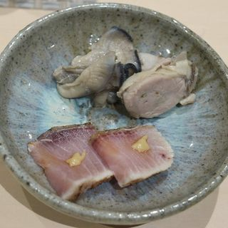 ぶりの漬けと厚岸の牡蠣(鮨 はしもと )