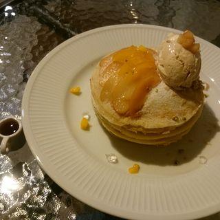 桃のミルクレープパンケーキ(エイトジュール (8 jours))